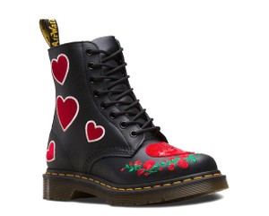 9d67481fac Dr. Martens on Sale - Up to 70% off at Tradesy