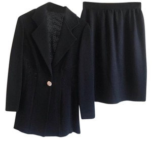 1d4fae55cd St. John Skirt Suits - Up to 90% off at Tradesy