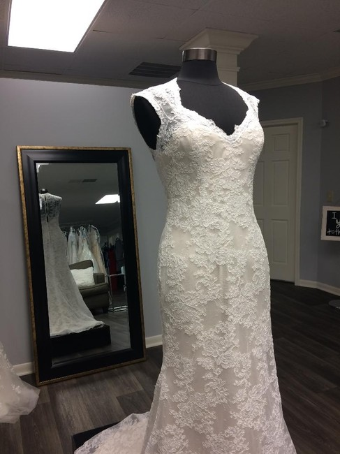 Lillian West Champagne/Ivory Lace with Charmeuse Underskirt Queen Anne Neck Vintage Wedding Dress Size 8 (M) Lillian West Champagne/Ivory Lace with Charmeuse Underskirt Queen Anne Neck Vintage Wedding Dress Size 8 (M) Image 1