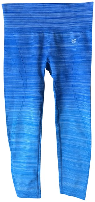 Item - Blue and White Cropped Workout/Yoga Activewear Bottoms Size 8 (M, 29, 30)