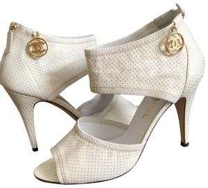 eb41bc18ac1 Chanel Shoes on Sale - Up to 70% off at Tradesy (Page 3)