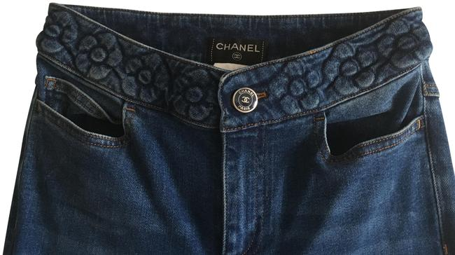 Preload https://img-static.tradesy.com/item/25507813/chanel-blue-medium-wash-floral-embossed-waist-flare-leg-jeans-size-25-2-xs-0-1-650-650.jpg