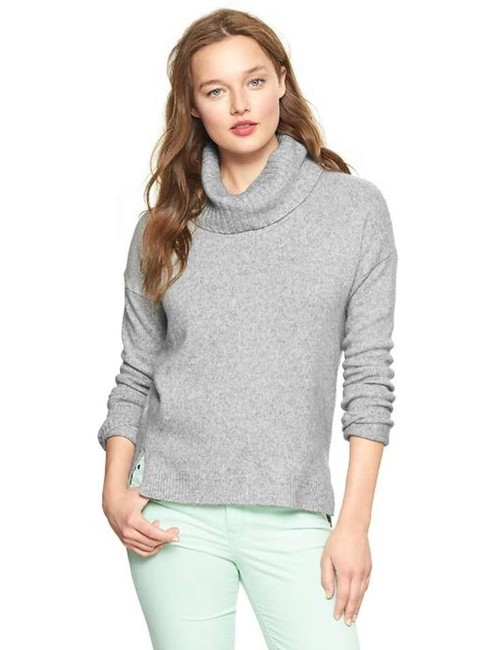 Preload https://img-static.tradesy.com/item/255082/gap-gray-cowl-neck-sweaterpullover-size-16-xl-plus-0x-0-0-650-650.jpg