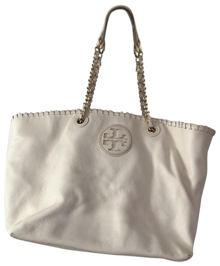 Preload https://img-static.tradesy.com/item/25509742/tory-burch-marion-east-west-white-leather-tote-0-1-540-540.jpg