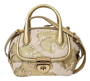 Salvatore Ferragamo Satchel in gold and baby pink