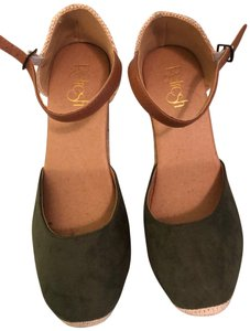 27c599e43 Tod's Wedges Up to 90% off at Tradesy