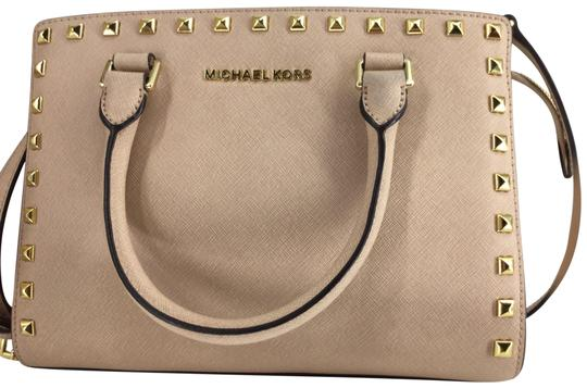 Preload https://img-static.tradesy.com/item/25512218/michael-michael-kors-selma-studded-light-pink-with-gold-studs-saffiano-leather-satchel-0-1-540-540.jpg