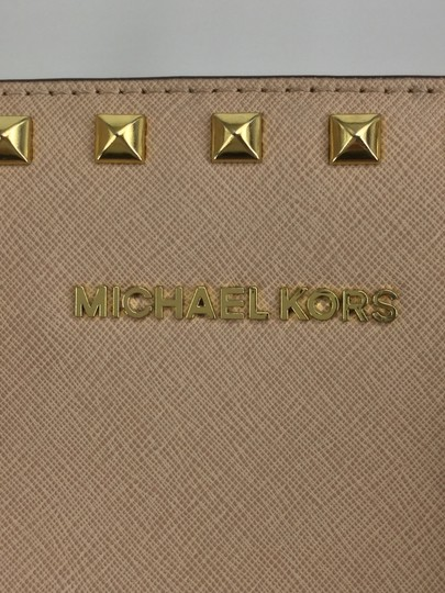 MICHAEL Michael Kors Satchel in Light pink with gold studs Image 10