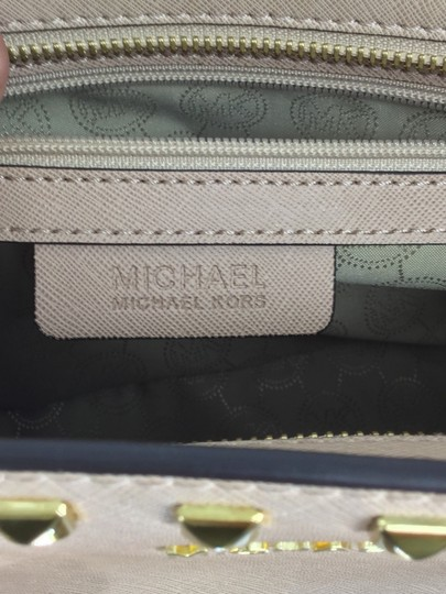MICHAEL Michael Kors Satchel in Light pink with gold studs Image 11