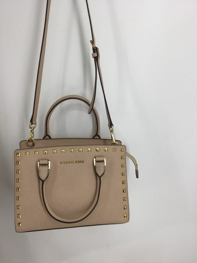 MICHAEL Michael Kors Satchel in Light pink with gold studs Image 9