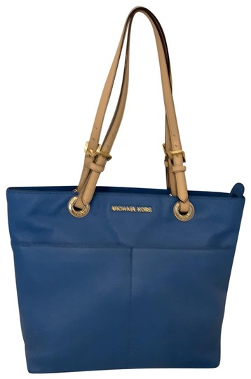 Preload https://img-static.tradesy.com/item/25514902/michael-kors-bedford-pocket-blue-pebble-leather-tote-0-1-540-540.jpg