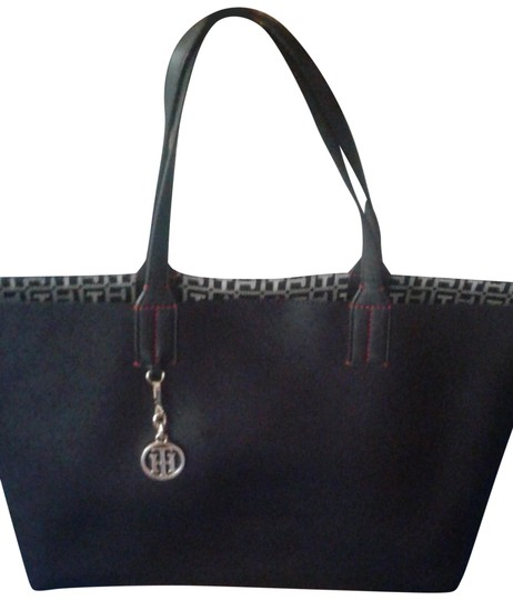 Preload https://img-static.tradesy.com/item/25514960/tommy-hilfiger-bag-with-matching-wristlet-black-leather-tote-0-1-540-540.jpg