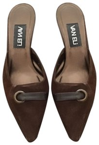 Vaneli Brown Pumps
