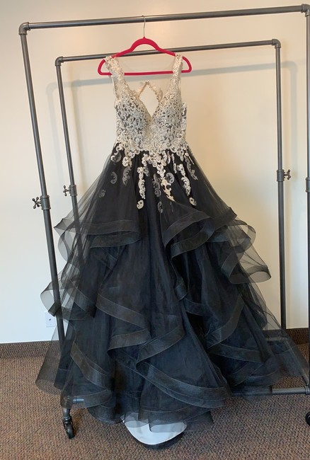 Item - Black Tulle and Lace 885 Modern Wedding Dress Size 12 (L)