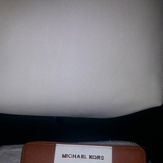 Preload https://item5.tradesy.com/images/michael-kors-and-wallet-leather-hobo-bag-25518894-0-1.jpg?width=440&height=440