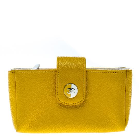 Preload https://img-static.tradesy.com/item/25519090/chanel-yellow-leather-iphone-5-case-tech-accessory-0-0-540-540.jpg
