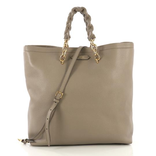 Preload https://img-static.tradesy.com/item/25519565/tom-ford-carine-convertible-medium-taupe-leather-tote-0-0-540-540.jpg