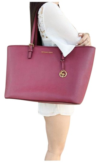 Preload https://img-static.tradesy.com/item/25519646/michael-kors-carryall-jet-set-large-multifunctional-mulberry-tote-0-1-540-540.jpg