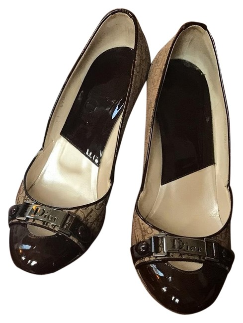 Dior Brown Patent and Beige Cloth with Imprint Button Pumps Size EU 38 (Approx. US 8) Regular (M, B) Dior Brown Patent and Beige Cloth with Imprint Button Pumps Size EU 38 (Approx. US 8) Regular (M, B) Image 1