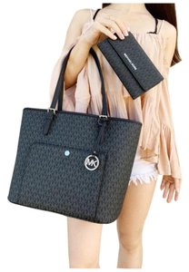 Michael Kors Womens Signature Wallet Tote in Black