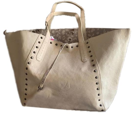 Preload https://img-static.tradesy.com/item/25530053/liebeskind-w-berlin-reversible-pouch-light-beigetan-smooth-pebbled-leather-cotton-canvas-tote-0-1-540-540.jpg