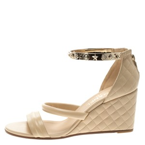 f775f53326 Chanel Sandals on Sale - Up to 70% off at Tradesy (Page 3)