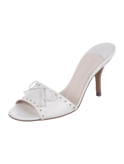 Preload https://img-static.tradesy.com/item/25532616/chanel-white-leather-cc-logo-bow-heels-sandals-size-eu-395-approx-us-95-wide-c-d-0-0-540-540.jpg