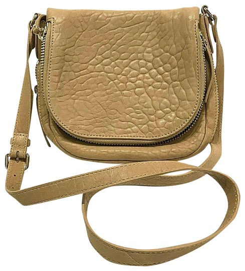 Preload https://img-static.tradesy.com/item/25533283/vince-camuto-flap-baily-saddle-fold-over-pebbled-purse-tan-leather-cross-body-bag-0-1-540-540.jpg