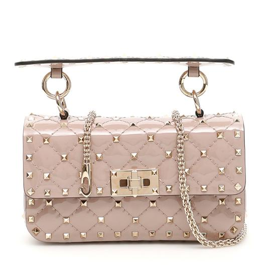 Preload https://img-static.tradesy.com/item/25534509/valentino-rockstud-spike-patent-small-cross-body-bag-0-1-540-540.jpg