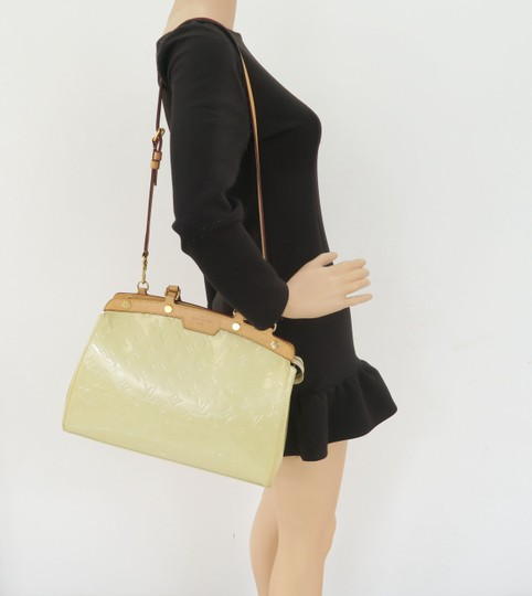 Louis Vuitton Lv Brea Mm Vernis Satchel in Perle Image 11