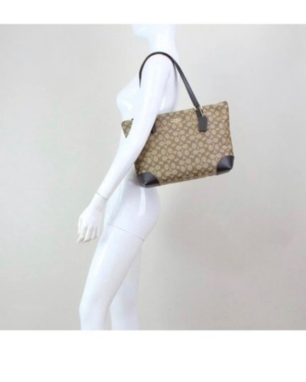 Coach Tote in Khaki/brown Image 3