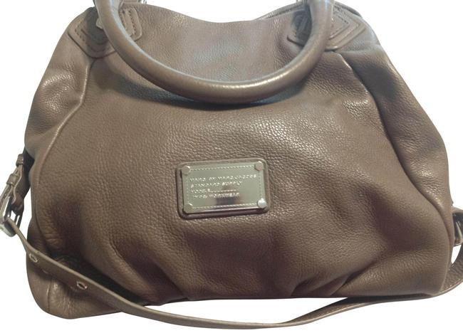 Item - Classic Q Taupe Leather Hobo Bag