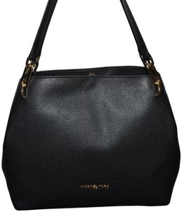 6936bc511a525e Michael Kors Bags on Sale - Up to 70% off at Tradesy