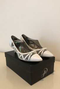 Adrianna Papell White Lana Pumps Size US 6.5 Regular (M, B)