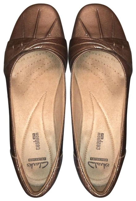Item - Dark Sand/Gold Collections Flats Size US 8.5 Wide (C, D)