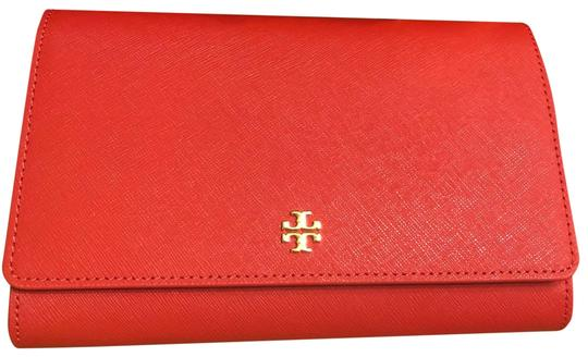 Preload https://img-static.tradesy.com/item/25544917/tory-burch-emerson-chain-wallet-redorange-saffiano-leather-cross-body-bag-0-1-540-540.jpg