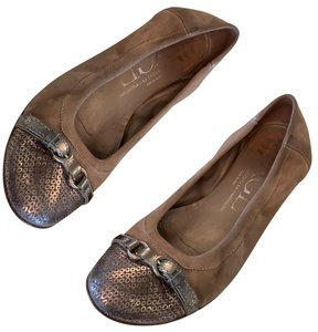 db8d90f34 Attilio Giusti Leombruni Flats Up to 90% off at Tradesy