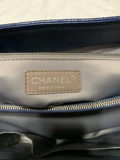 Chanel Tote in Navy Blue Image 10