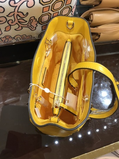 Tory Burch Tote in shell pink Image 1