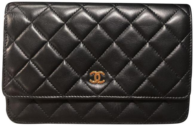 Item - Wallet on Chain Classic Black with Gold Hardware Lambskin Leather Cross Body Bag