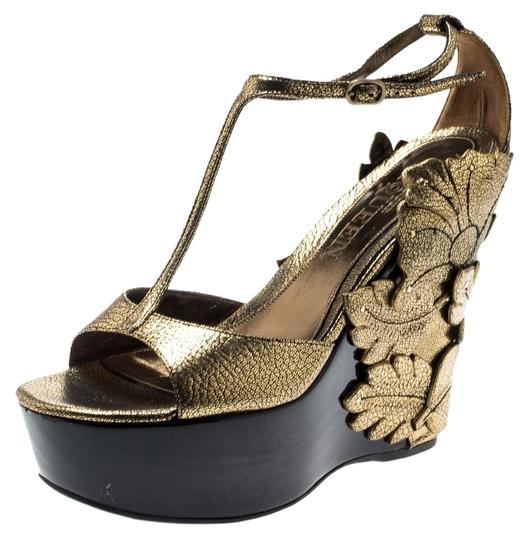 Preload https://img-static.tradesy.com/item/25549066/alexander-mcqueen-gold-metallic-leather-3d-flower-t-strap-wedge-sandals-size-eu-40-approx-us-10-regu-0-1-540-540.jpg