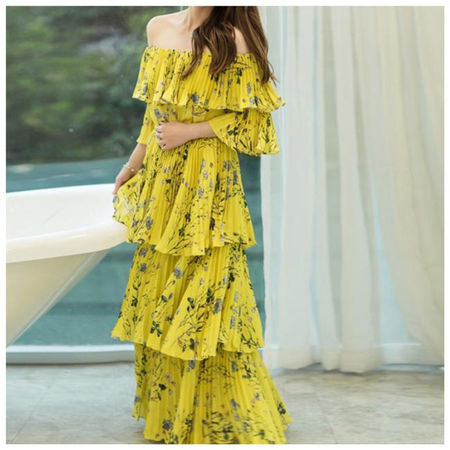 Item - Yellow The Dyxey Layered Off The Shoulder Long Casual Maxi Dress Size 10 (M)