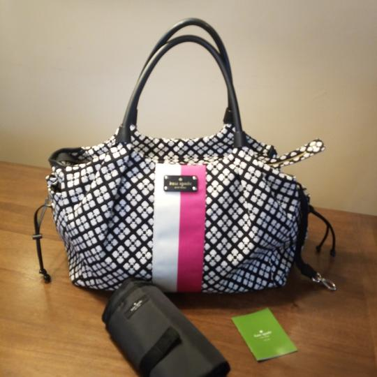 Preload https://item5.tradesy.com/images/kate-spade-nwot-stevie-black-durable-woven-jacquard-in-the-classic-diaper-bag-25552474-0-1.jpg?width=440&height=440