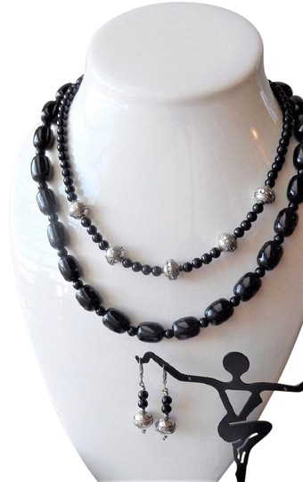 Preload https://img-static.tradesy.com/item/25553025/ooak-handcrafted-sterling-silver-black-onyx-and-agate-necklace-0-1-540-540.jpg
