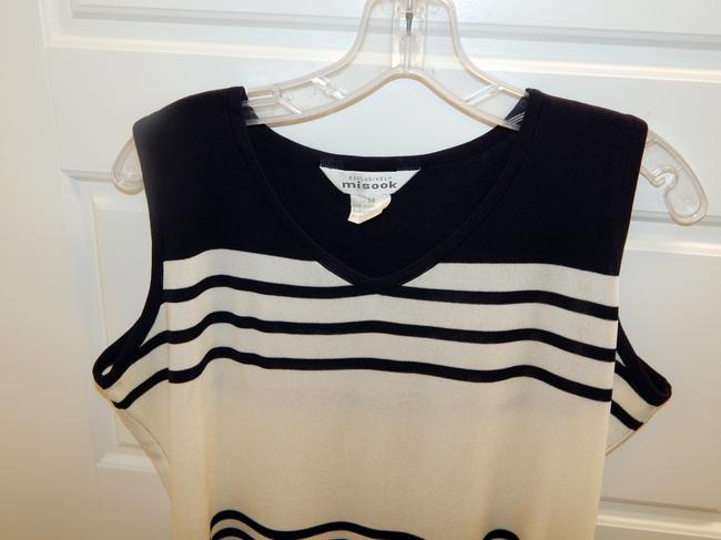 Misook Acrylic Shell Top Navy blue & White Image 3