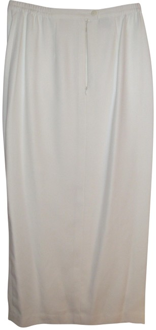 Preload https://img-static.tradesy.com/item/25553146/white-evening-crystal-beaded-and-floral-embroidered-embellish-skirt-size-6-s-28-0-1-650-650.jpg