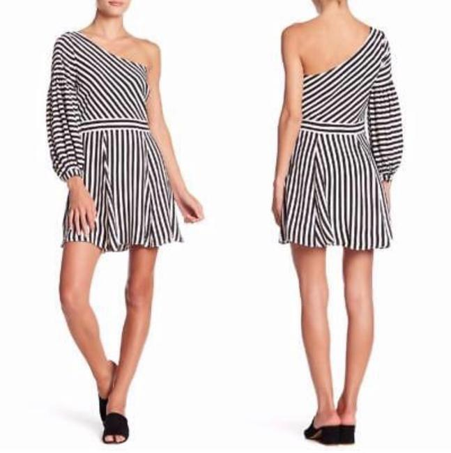 Preload https://img-static.tradesy.com/item/25553290/lovers-friends-huntington-striped-short-cocktail-dress-size-4-s-0-0-650-650.jpg