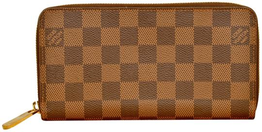 Preload https://img-static.tradesy.com/item/25557011/louis-vuitton-brown-zippy-damier-ebene-zippered-checkered-n60015-wallet-0-2-540-540.jpg