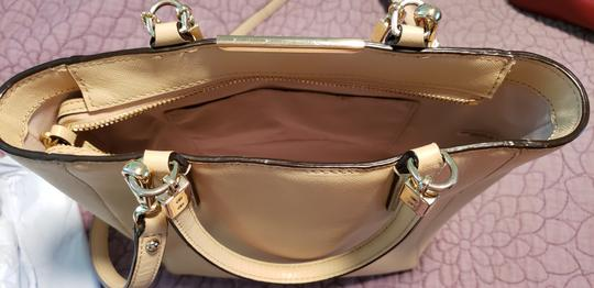 Coach Leather Vintage Tote in Beige Image 1