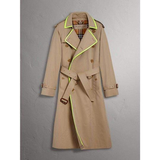 Preload https://img-static.tradesy.com/item/25557055/burberry-honey-beige-w-canvas-trench-coat-wneon-green-trim-52us-42-4069176-groomsman-gift-0-0-540-540.jpg